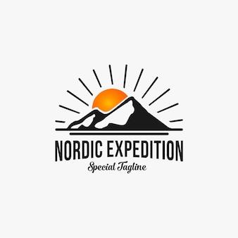 Modelo 1 de logotipo vintage retrô para expedição de montanha