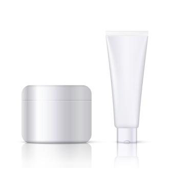 Modelo cosmético branco realista com rótulo de produto de beleza vazio e logotipo da empresa lugar.