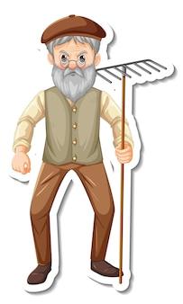 Modelo de adesivo com um velho jardineiro segurando uma ferramenta de jardinagem ancinho isolada