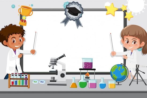 Modelo de banner com duas crianças trabalhando no laboratório de ciências na escola