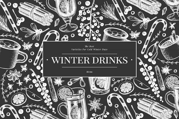 Modelo de banner de bebidas de inverno. mão desenhada estilo gravado quente com vinho, chocolate quente, ilustrações de especiarias no quadro de giz. natal vintage.