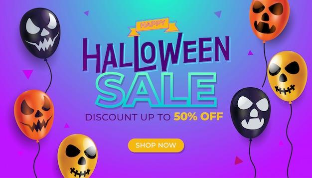 Modelo de banner de venda de halloween com balão de rostos assustadores