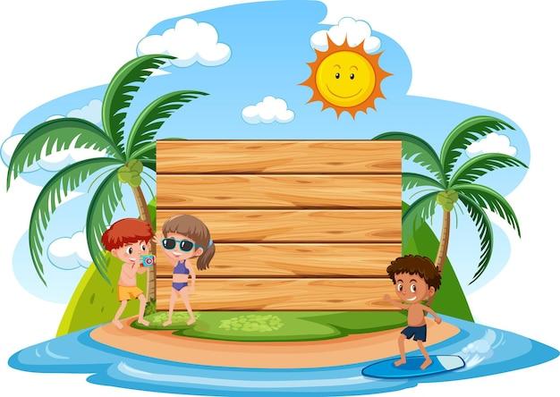 Modelo de banner vazio com crianças de férias na praia em fundo branco