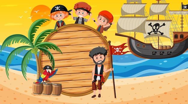 Modelo de banner vazio com crianças piratas na cena do pôr do sol na praia