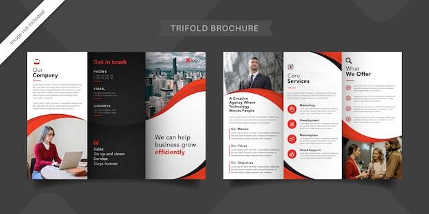 Modelo de brochura com três dobras vermelha