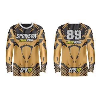 Modelo de camisa esporte na frente e nas costas.