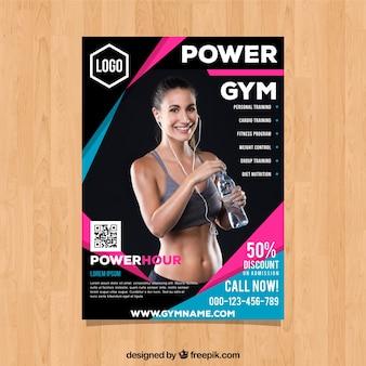 Modelo de capa de ginásio com imagem de mulher sorridente