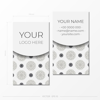 Modelo de cartão branco com ornamentos vintage. design de cartão pronto para impressão com padrões de monograma.