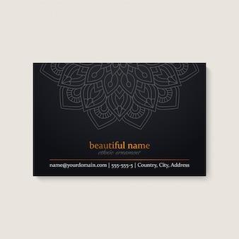 Modelo de cartão com design de mandala étnica