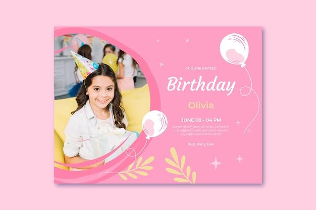 Modelo de cartão de aniversário com balão
