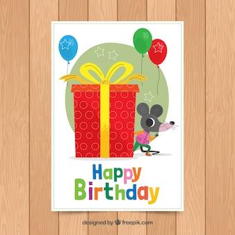 Modelo de cartão de aniversário com rato bonitinho