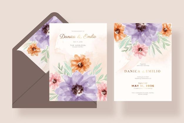 Modelo de cartão de casamento romântico e elegante com flores e envelope