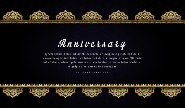 Modelo de cartão de convite de aniversário elegante com mandala dourada