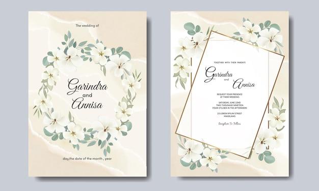 Modelo de cartão de convite de casamento com lindas folhas florais brancas premium