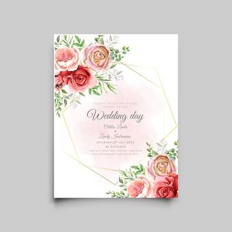 Modelo de cartão de convite de casamento com um lindo design de rosas vermelhas e rosa