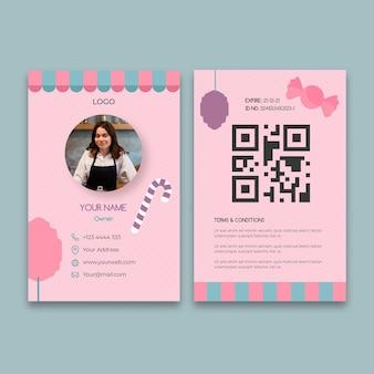 Modelo de cartão de identificação de barra de chocolate rosa