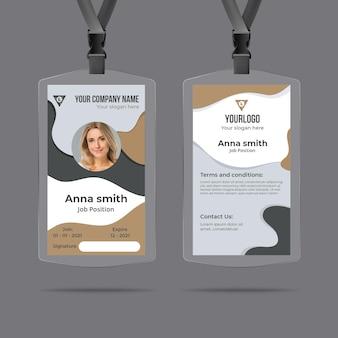 Modelo de cartão de identificação de escritório com formas