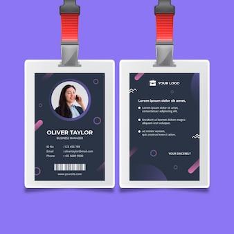 Modelo de cartão de identificação de mulher de negócios