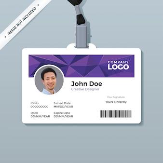 Modelo de cartão de identificação de polígono roxo