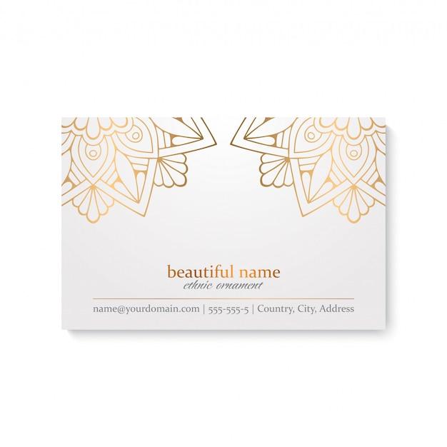Modelo de cartão de luxo com estilo étnico, cor branca e dourada