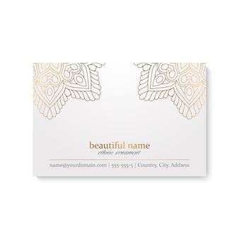 Modelo de cartão de luxo com estilo indiano, cor branca e dourada
