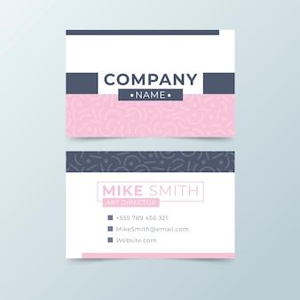Modelo de cartão de negócios minimalista com tons de rosa e azuis