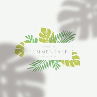 Modelo de cartão de venda de verão de folhas tropicais.