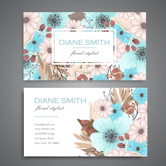 Modelo de cartão de visita de modelo de design com textura colorida e flor, folha, erva.