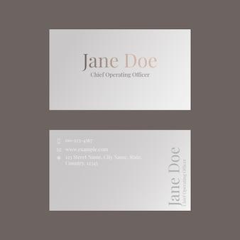 Modelo de cartão de visita em marrom neutro para marca de beleza com tema feminino