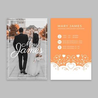 Modelo de cartão de visita vertical para casamento