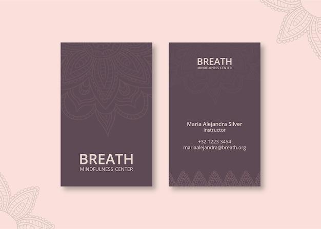 Modelo de cartão de visita vertical para meditação e atenção plena