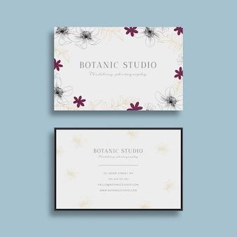 Modelo de cartão floral desenhado mão realista