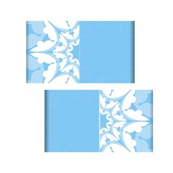 Modelo de cartão postal de cor azul com padrão de mandala branco para sua marca.
