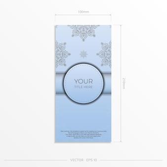 Modelo de cartão postal retangular de cor azul com luxuosos ornamentos pretos. design de convite pronto para impressão com padrões vintage.