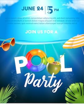 Modelo de cartaz de festa na piscina. fundo com superfície da piscina, folhas de palmeira, guarda-sol e bola de borracha. arco-íris inflável realista e anéis de laranja. ilustração de convite para boate.