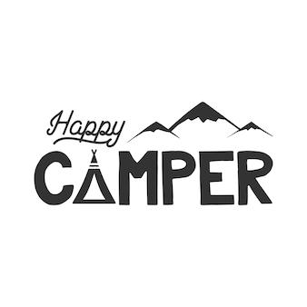 Modelo de cartaz do campista feliz. tenda, montanhas e sinal de texto. design retro monocromático. emblema de caminhada. vetor de ações isolado no fundo branco.