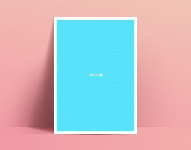Modelo de cartaz realista. o pôster ou panfleto se encosta na parede e solta sombras suaves. ilustração
