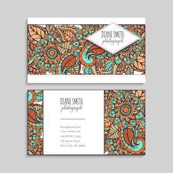 Modelo de cartões de visita mão desenhadas flores
