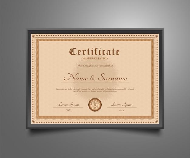 Modelo de certificado com estilo clássico antigo