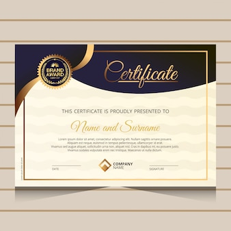 Modelo de certificado de diploma elegante e dourado