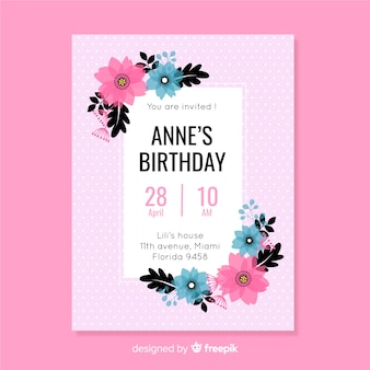 Modelo de convite de aniversário colorido floral design plano