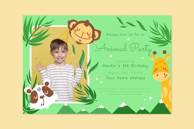 Modelo de convite de aniversário de animais desenhados à mão com foto