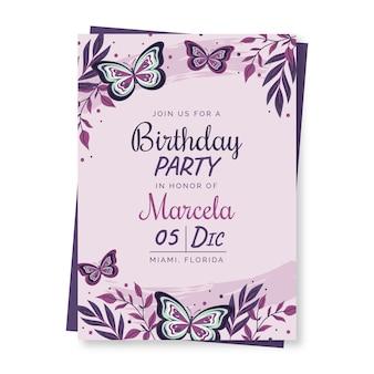 Modelo de convite de aniversário de borboleta desenhado à mão Vetor grátis