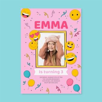 Modelo de convite de aniversário emoji desenhado à mão com foto