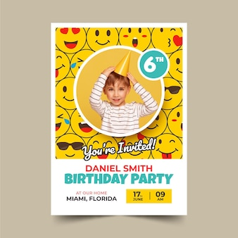 Modelo de convite de aniversário emoji plano com foto