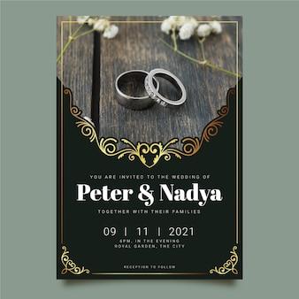 Modelo de convite de casamento com foto de anéis