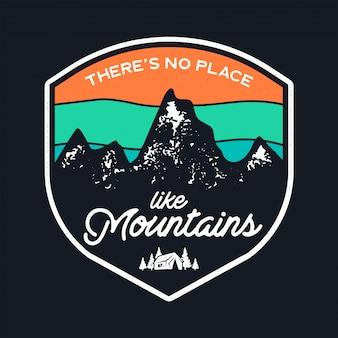 Modelo de crachá de acampamento com montanhas e tenda.