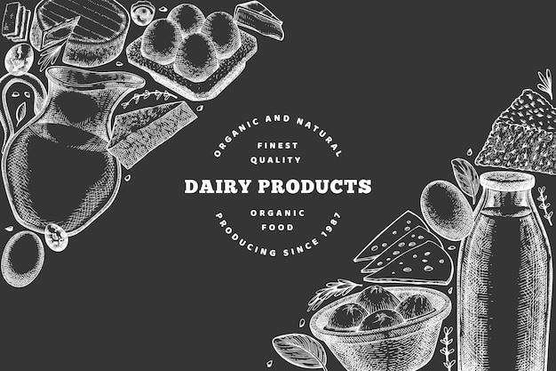 Modelo de design de alimentos de fazenda. mão-extraídas ilustração vetorial de laticínios no quadro de giz. bandeira de ovos e produtos lácteos diferentes de estilo gravado. fundo de comida retrô.