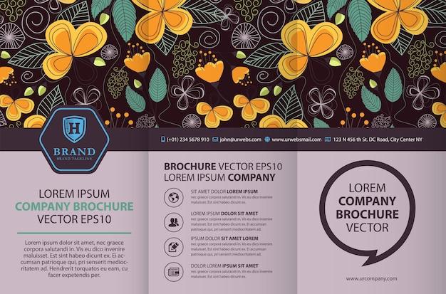 Modelo de design de brochura com três dobras com fundo floral