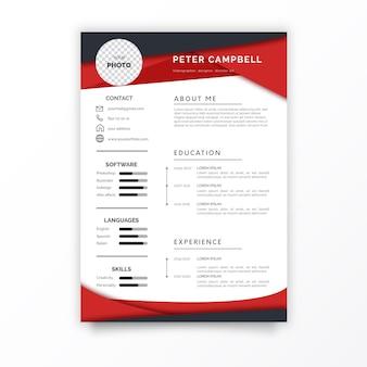 Modelo de design de currículo profissional com formas vermelhas